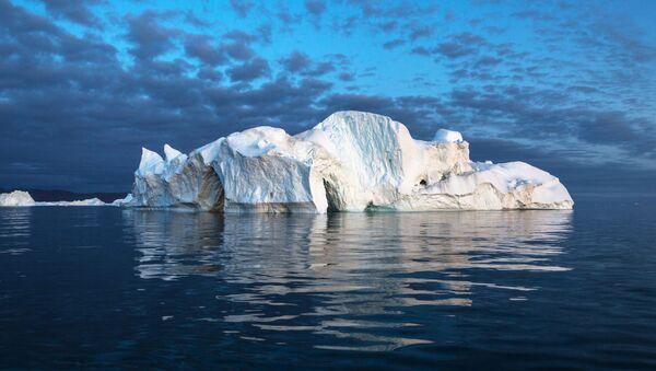 Góra lodowa w pobliżu Grenlandii. - Sputnik Polska