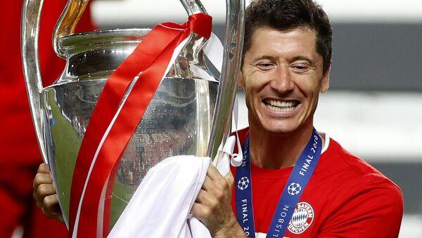 Robert Lewandowski świętuje zwycięstwo Bayern Monachium w Lidze Mistrzów (23.08.2020) - Sputnik Polska