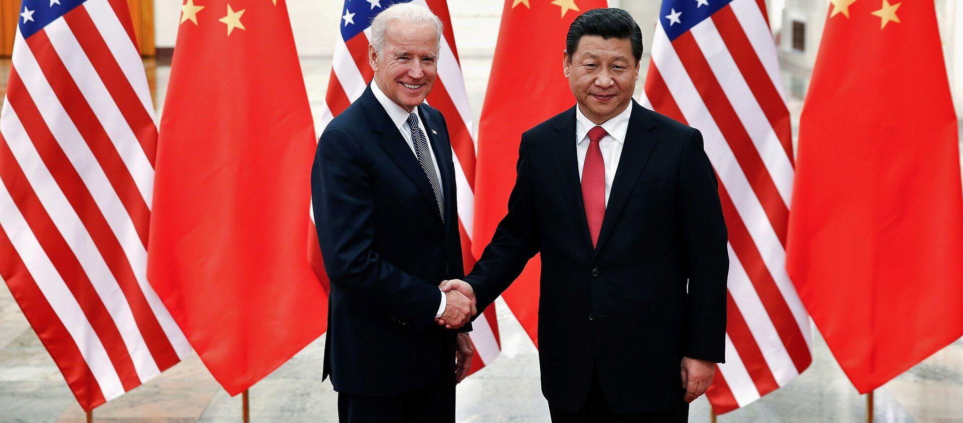 Przewodniczący Chin Xi Jinping i wiceprezydent USA Joe Biden w Pekinie. 2013 r.  - Sputnik Polska, 1920, 30.05.2021