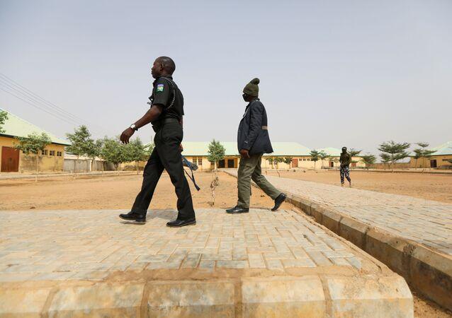 W niedzielę uwolniono ponad 300 uczennic, porwanych wcześniej w stanie Zamfara w północno-zachodniej Nigerii.