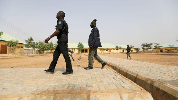 W niedzielę uwolniono ponad 300 uczennic, porwanych wcześniej w stanie Zamfara w północno-zachodniej Nigerii. - Sputnik Polska