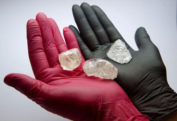 Kamienie szlachetne, w tym również diament 2C BLK CLEAV 242CT o masie 242,31 karata - Sputnik Polska