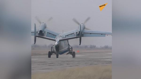 Dni powszednie żony pilota wojskowego: prowadzi samolot męża na start i lądowanie - Sputnik Polska