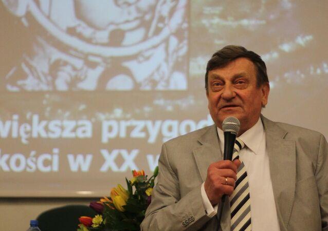 Kosmonauta Mirosław Hermaszewski zabiera głos na wydarzeniu CKJR w Krakowie