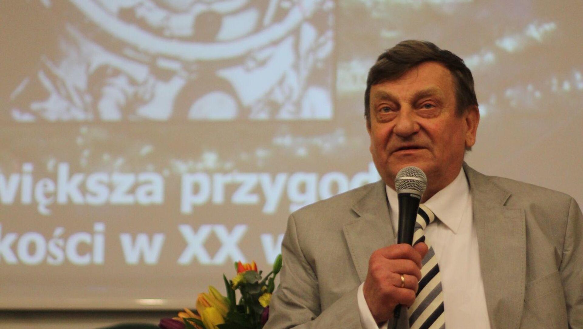 Kosmonauta Mirosław Hermaszewski zabiera głos podczas wydarzenia CKJR w Krakowie - Sputnik Polska, 1920, 01.03.2021