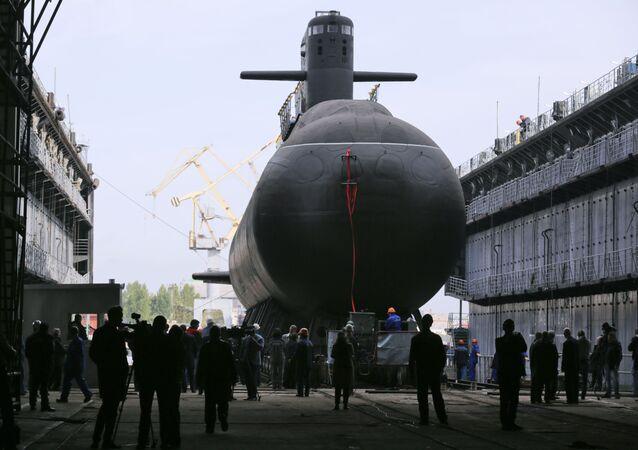 """Uroczysta ceremonia zwodowania okrętu podwodnego z silnikiem spalinowym """"Kronstadt"""" w Petersburgu"""