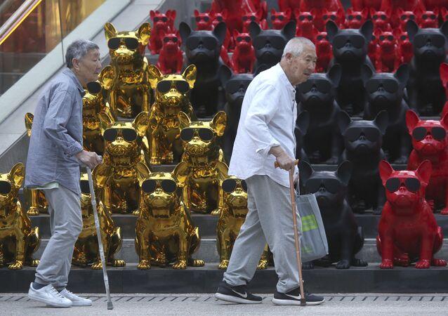 Seniorzy na ulicy w Pekinie w Chinach