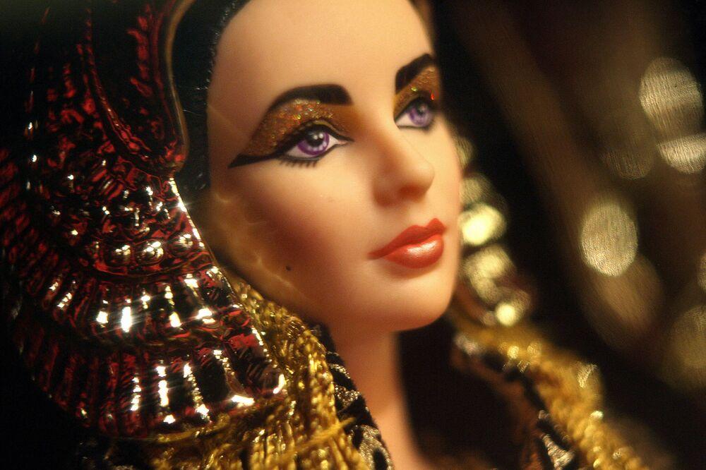 "Lalka Barbie ""Elizabeth Taylor w postaci Kleopatry"""