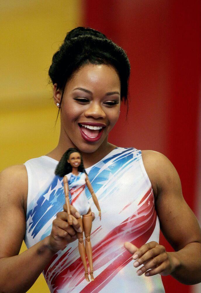 Gimnastyczka Gabby Douglas i jej lalka Barbie