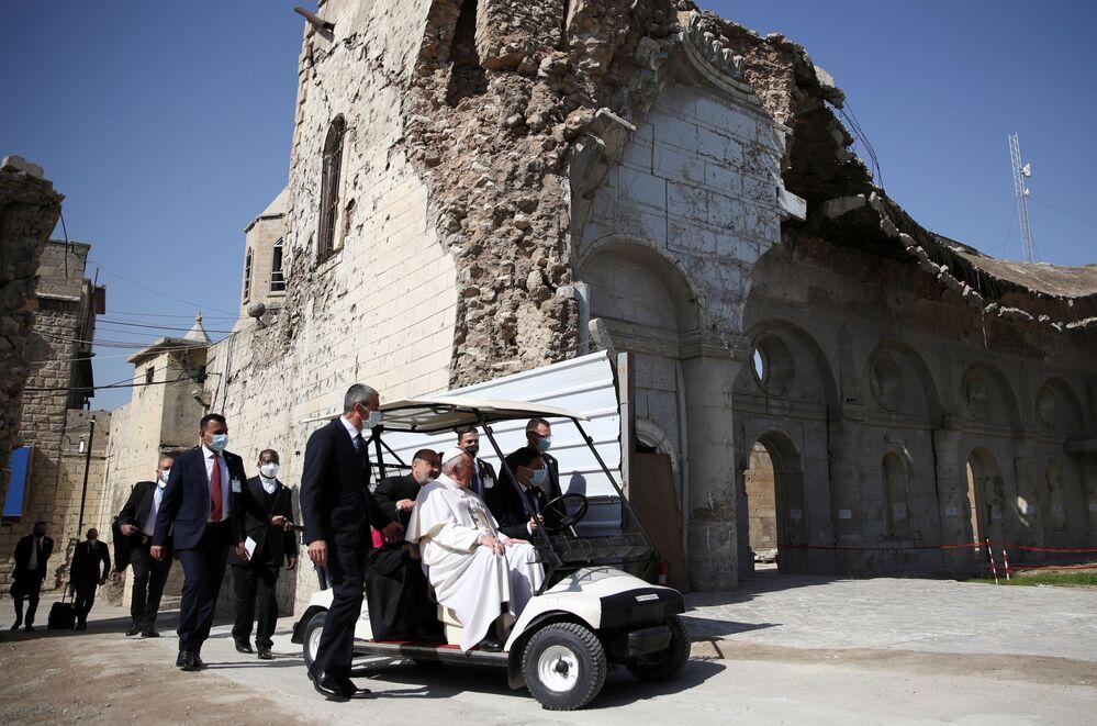 Papież Franciszek odwiedza miasto Mosul w Iraku
