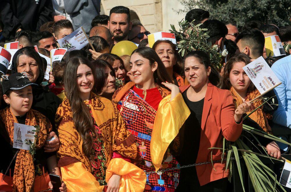 Mieszkańcy miasta Karakosz witają Papieża