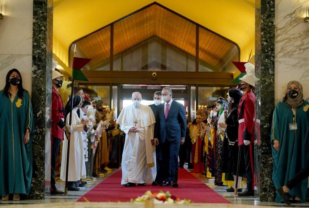 Papież Franciszek z premierem Iraku Mustafą Al-Kadhimi