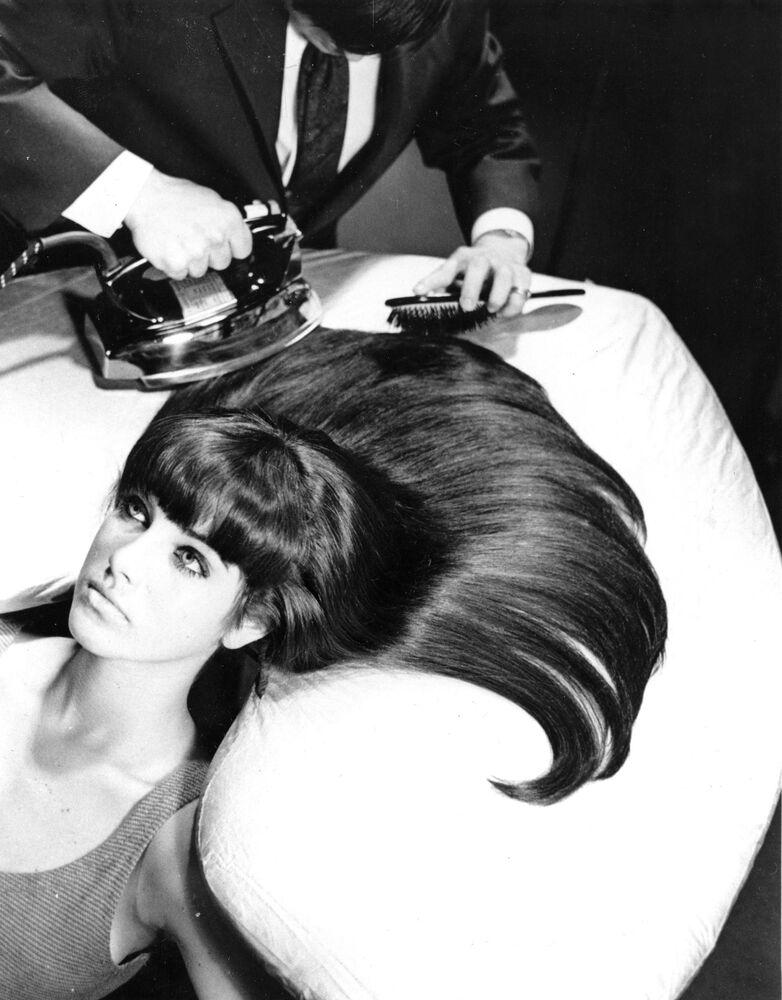 """""""Prasowanie"""" włosów w USA, 1965 rok"""