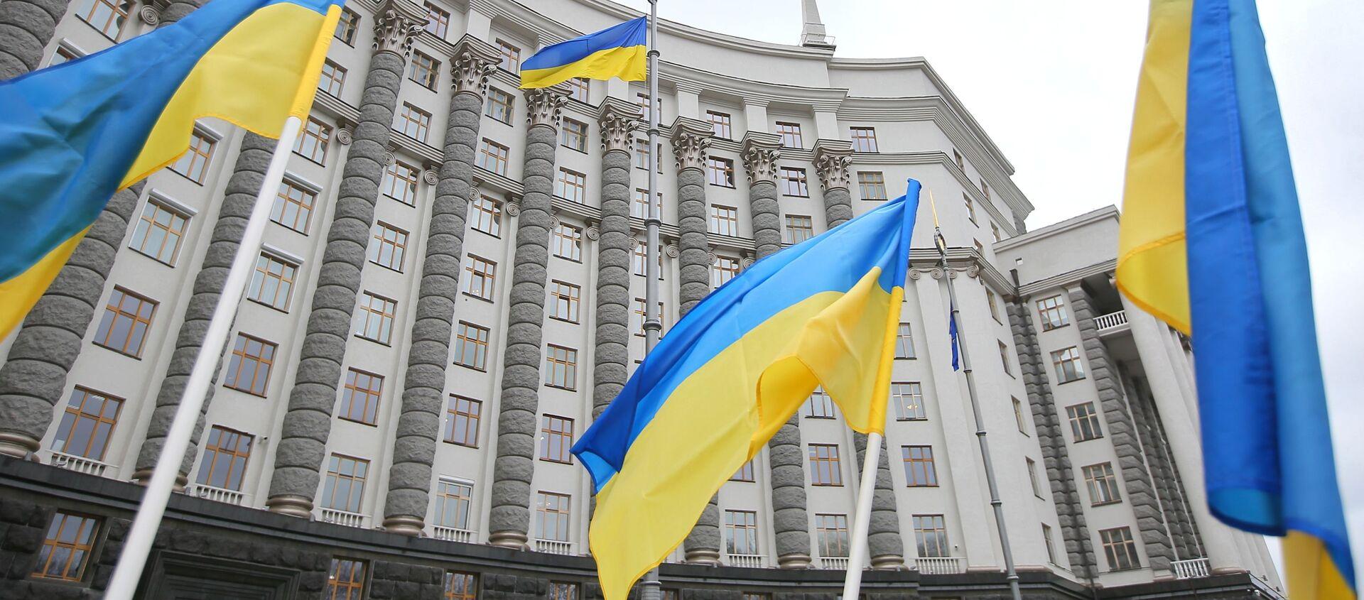 Flagi przed gmachem ukraińskiego parlamentu w Kijowie. - Sputnik Polska, 1920, 29.03.2021