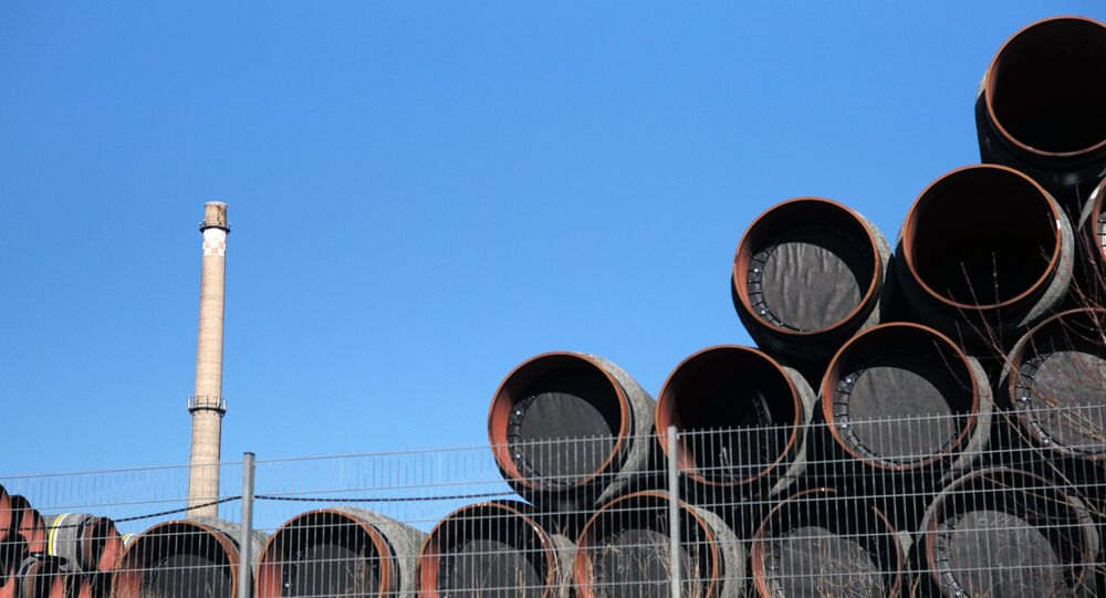 Magazyn rur do budowy gazociągu Nord Stream 2 w porcie Sassnitz w Niemczech