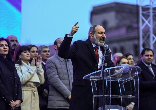 Premier Armenii Nikol Paszinian.
