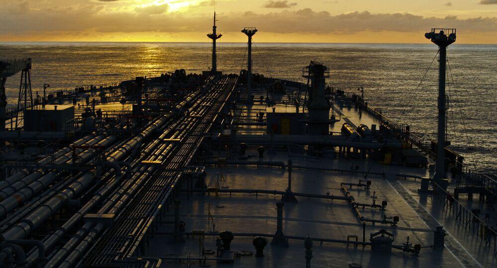 Tankowiec na otwartym morzu