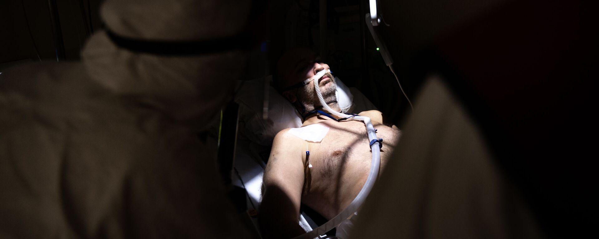 Лечение пациента во временном медицинском учреждении, созданном для пациентов с COVID-19 в Ледовом дворце Крылатское, Москва - Sputnik Polska, 1920, 19.08.2021