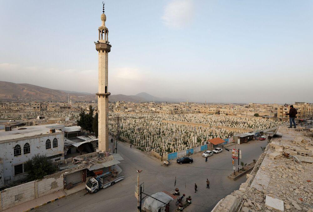 Widok na cmentarz w Dumie, przedmieścia Damaszku, Syria