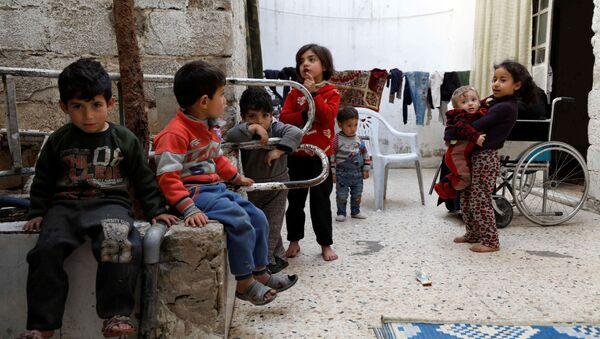 Syryjskie dzieci w Dumie, przedmieścia Damaszku, Syria - Sputnik Polska