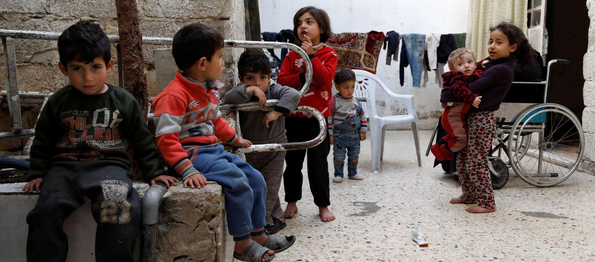Syryjskie dzieci w Dumie, przedmieścia Damaszku, Syria - Sputnik Polska, 1920, 29.05.2021