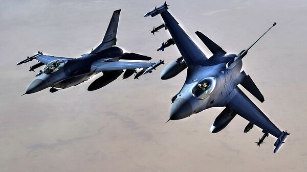 Amerykańskie myśliwce F-16. - Sputnik Polska