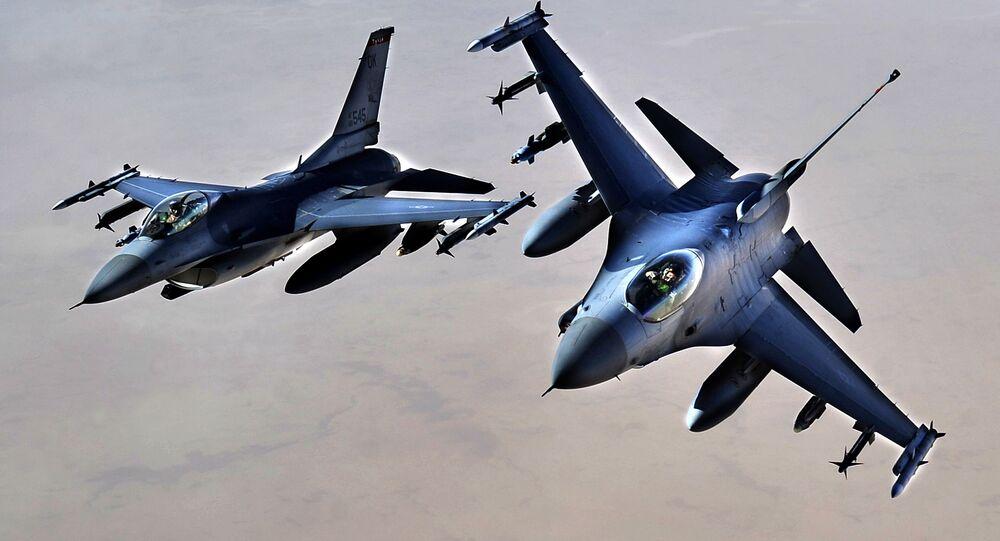 Amerykańskie myśliwce F-16.