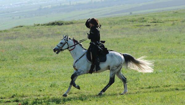 Czeczenia, mężczyzna na koniu w narodowym stroju - Sputnik Polska