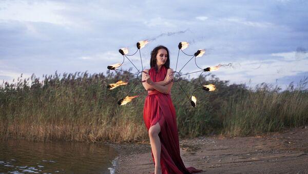 Artystka fireshow Ksenia Denisowa z Kaliningradu  - Sputnik Polska