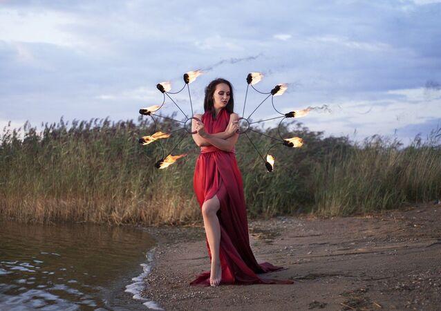 Artystka fireshow Ksenia Denisowa z Kaliningradu