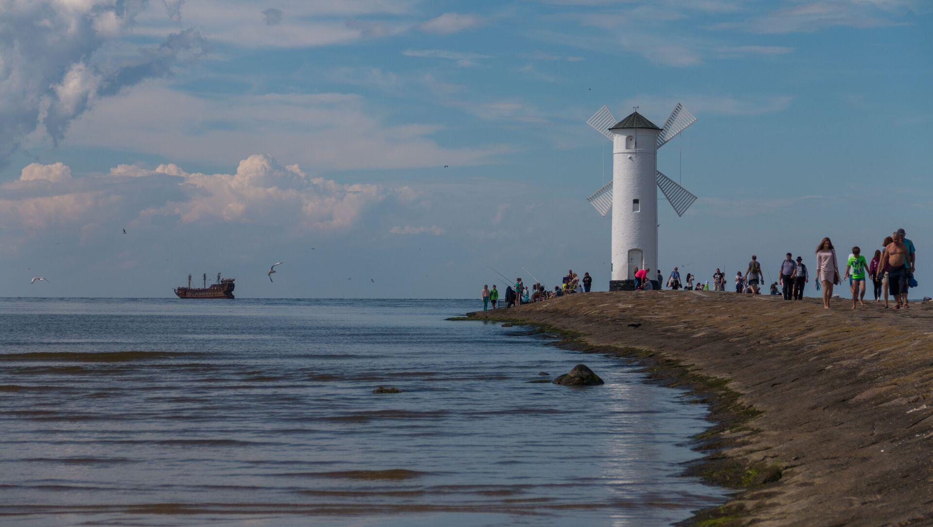 Latarnia morska w formie wiatraka dla statków wpływających do portu w Świnoujściu od strony Morza Bałtyckiego - Sputnik Polska, 1920, 14.03.2021