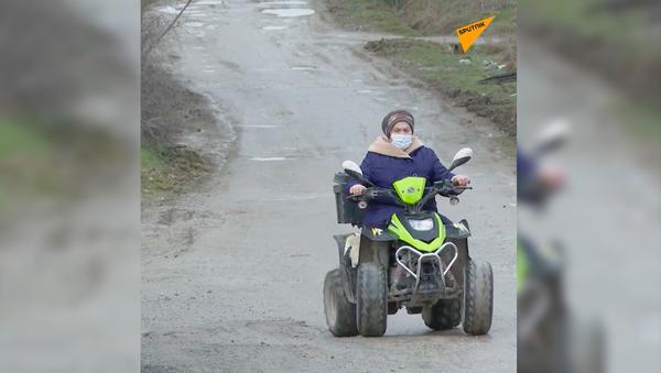 Babcia jeździ quadem - Sputnik Polska