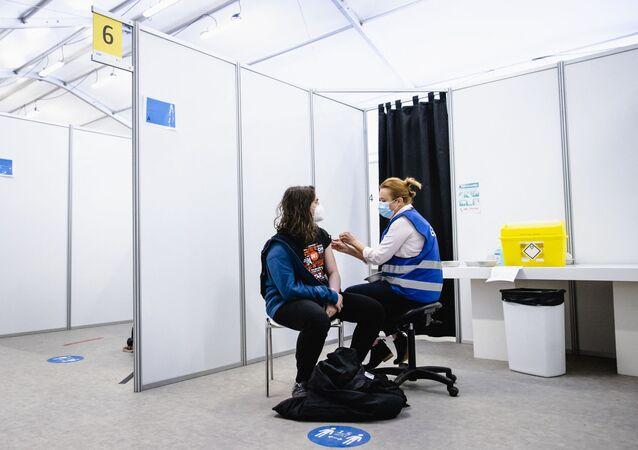 Szczepienie szczepionką AstraZeneca w Hadze, Holandia.