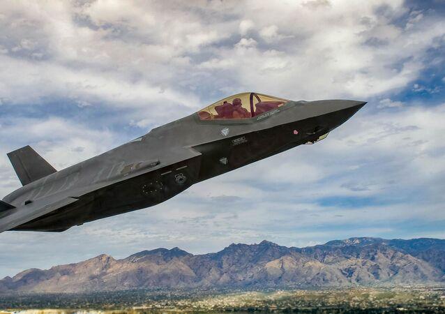 Amerykański myśliwiec piątej generacji F-35 Lightning II.