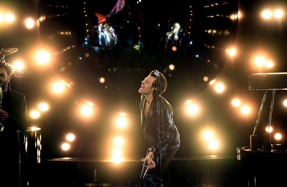 Piosenkarz Harry Styles na 63. ceremonii rozdania nagród Grammy w Los Angeles