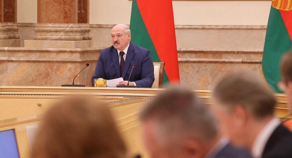 Prezydent Białorusi Alaksandr Łukaszenka podczas spotkania z członkami Komisji Konstytucyjnej