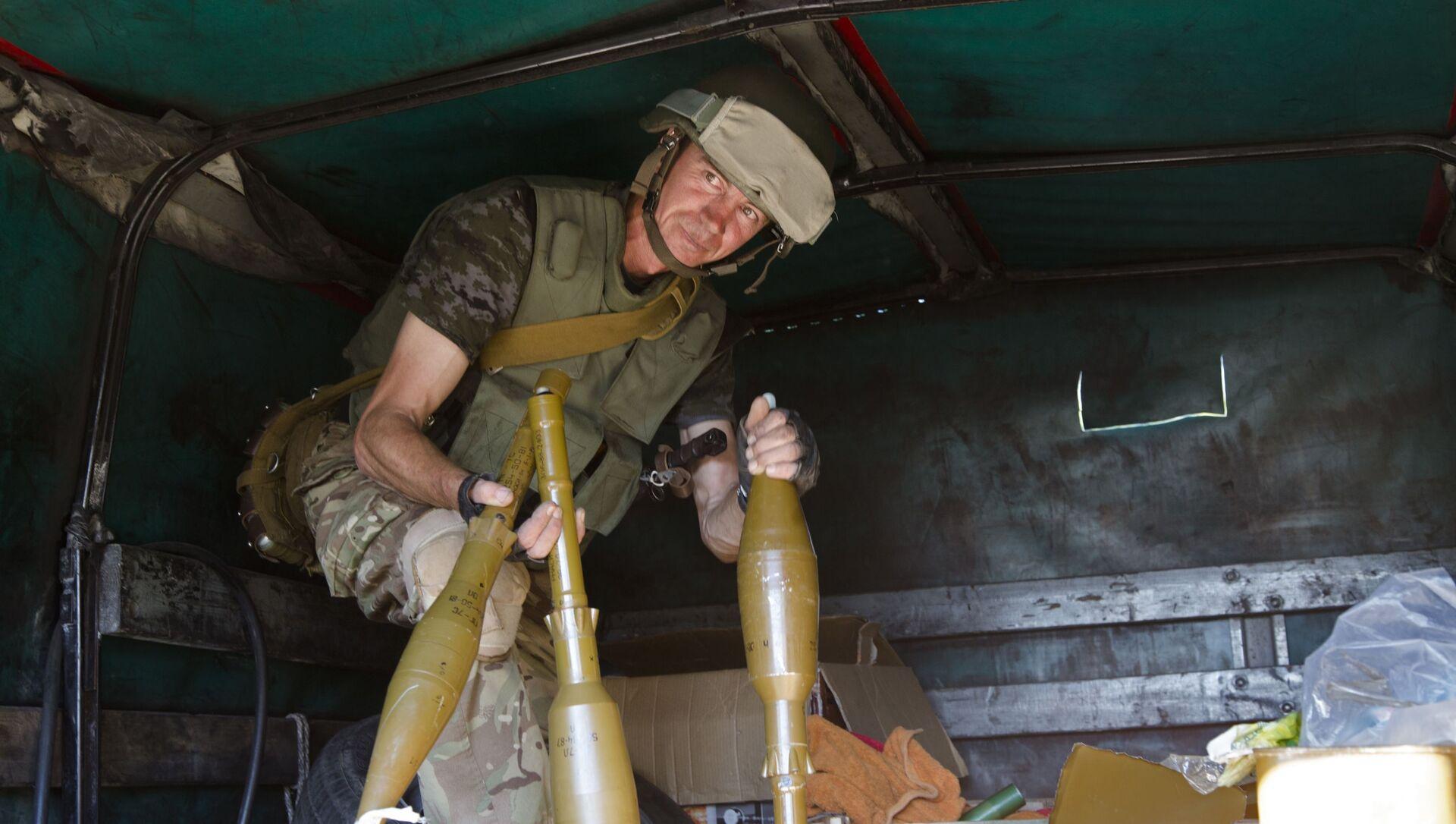 Ukraiński żołnierz w Donbasie. Zdjęcie archiwalne - Sputnik Polska, 1920, 05.04.2021