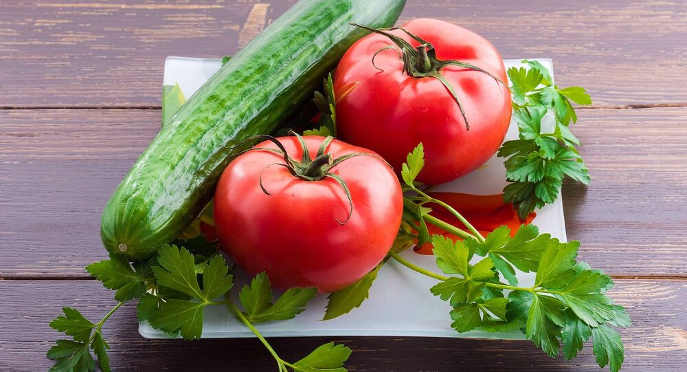 Ogórki i pomidory.