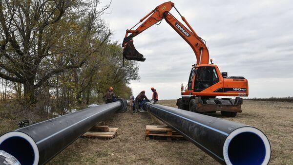 Na Krymie uruchomiono dwie studnie nowego wodociągu Beszterek-Zujskij, który będzie zaopatrywał w wodę Symferopol.  - Sputnik Polska