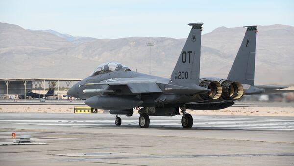 F-15E Strike Eagle z rakietą AGM-158B  - Sputnik Polska