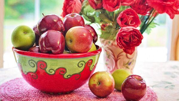 Jabłka i kwiaty - Sputnik Polska