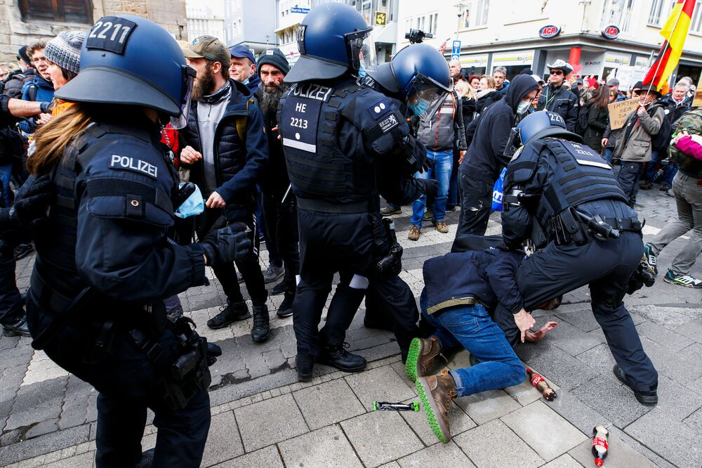 Protest przeciwników ograniczeń wprowadzonych z powodu pandemii koronawirusa w niemieckim Kassel
