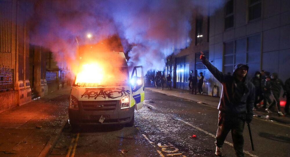 Uczestnicy protestów przeciwko nowemu prawu o policji w Bristolu