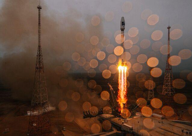 """Start rakiety nośnej """"Sojuz-2.1a"""" z górnym stopniem """"Fregat"""" z kosmodromu Bajkonur"""