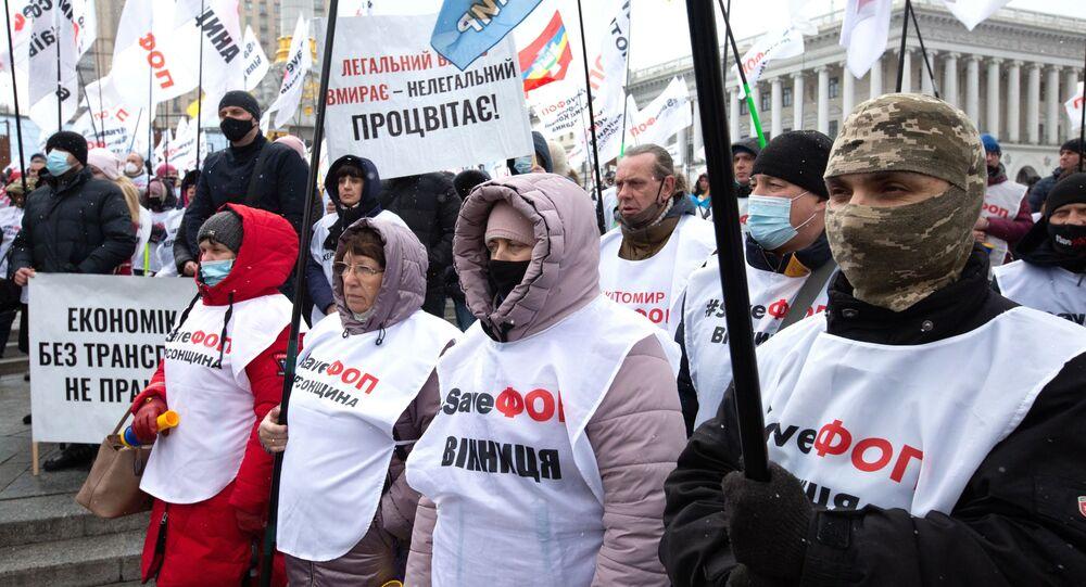 Uczestnicy protestu w Kijowie przeciwko antykoronawirusowym ograniczeniom