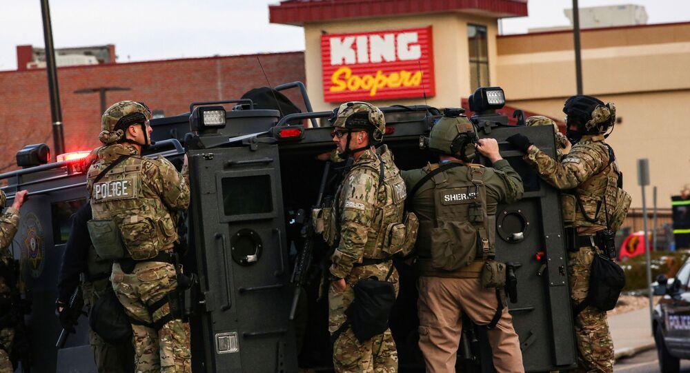Policja na miejscu strzelaniny w supermarkecie w Kolorado