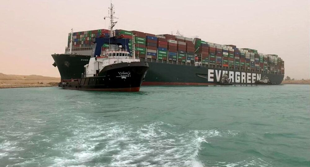 Kontenerowiec Ever Given w Kanale Sueskim