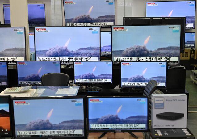 Wiadomości o wystrzeleniu północnokoreańskich rakiet w Seulu
