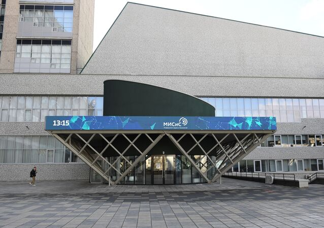 """Główne wejście do Narodowego Technologicznego Uniwersytetu Badawczego """"MISiS"""""""