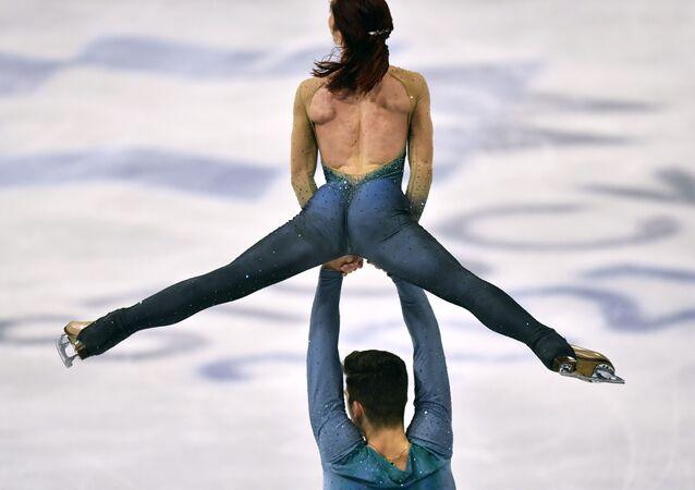 Włoscy łyżwiarze figurowi Nicole Della Monica i Matteo Guarise na Mistrzostwach Świata w Łyżwiarstwie Figurowym w Sztokholmie